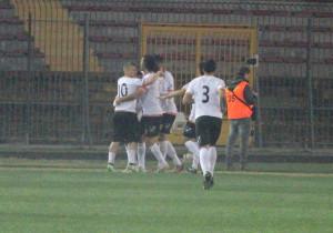L'esultanza del Messina dopo l'1-1 di Spiridonovic