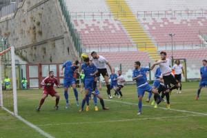 Un tentativo del Messina su calcio piazzato