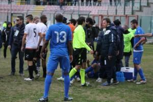 Nel concitato finale un contrasto fra Pepe e Girardi è costato il rosso al difensore del Messina (foto Paolo Furrer)