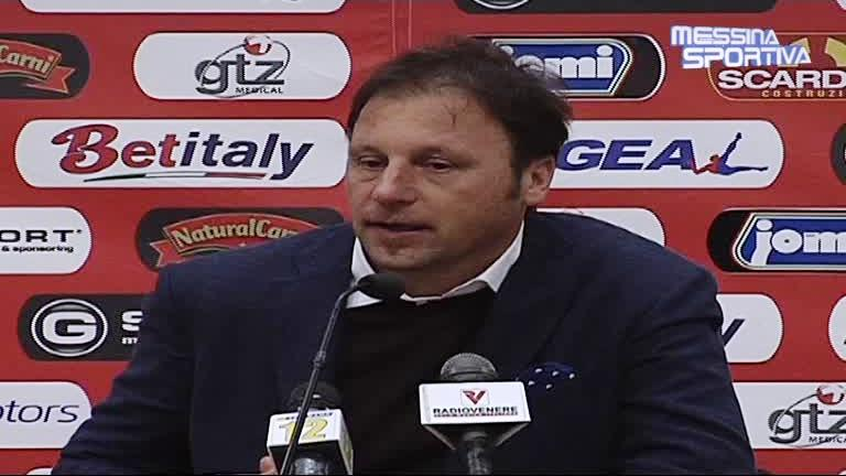 Il vice-allenatore del Messina Vincenzo Criscuolo in sala stampa