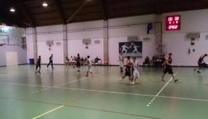 Una fase del match fra Mascalucia e Basket School