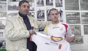 Il ds del Messina con uno dei volti nuovi, l'attaccante austriaco Spiridonovic