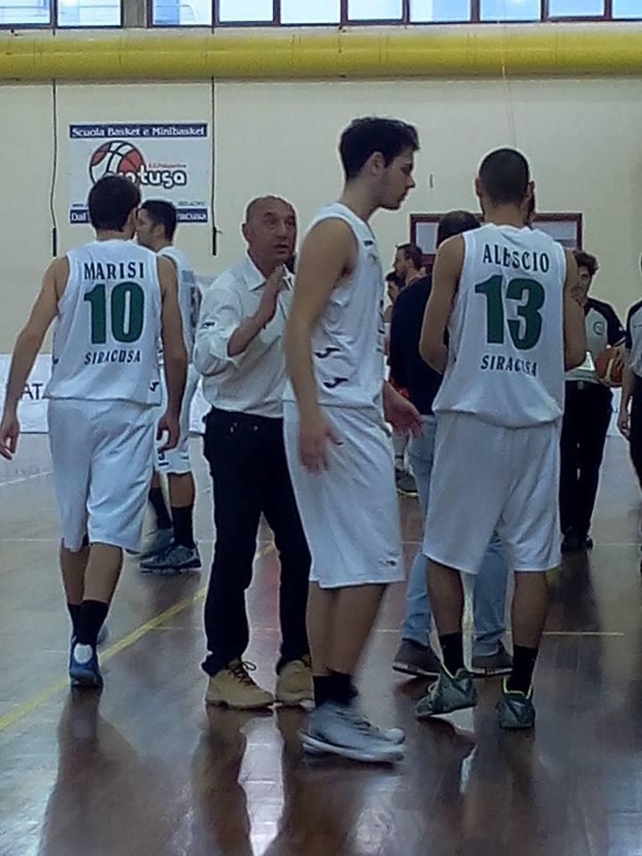 Coach Anastasi con i suoi ragazzi