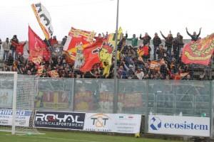 I tifosi giallorossi presenti al D'Ippolito (foto Paolo Furrer)