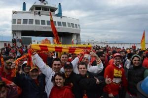 L'entusiasmo dei messinesi sul traghetto che li ha portati sull'altra sponda dello Stretto