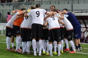 Il Messina in gruppo prima del derby