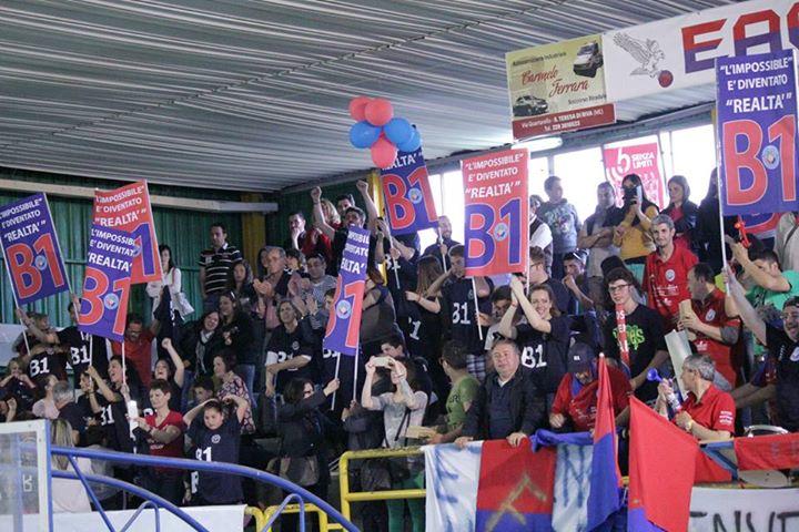 Il pubblico del PalaBucalo inneggia alla promozione in B1