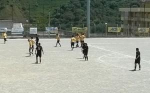 I giocatori del Contesse festeggiano dopo il secondo gol di Irrera