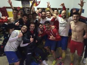 L'Iniziativa celebra la vittoria per 1-0 sul Castelbuono