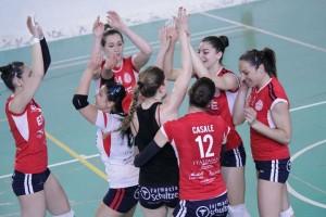 Le ragazze dell'Effe Volley festeggiano