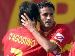Amoruso festeggia dopo un gol in giallorosso