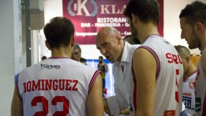 Coach Condello a colloquio con i suoi giocatori