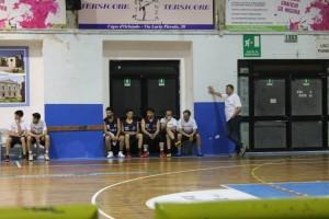 La panchina degli Svincolati e il coach Luigi Maganza