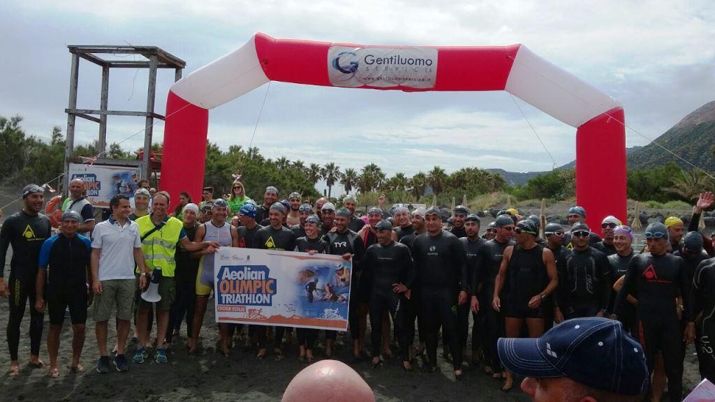 Atleti in partenza 2° Aeolian Triathlon