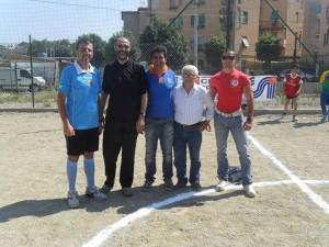 Don Nico Rutigliano (Oratorio S. Luigi Guanella di Fondo Fucile) con staff CSI