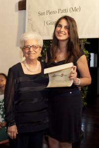La dott.ssa Settetrombe premia Lucrezia Natoli
