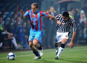 Baiocco con la divisa del Catania in azione contro l'Udinese