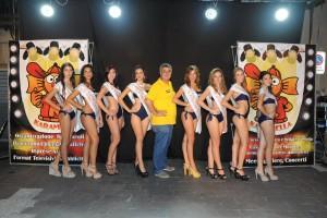 Giovanni Grasso con finaliste nazionali e la riserva