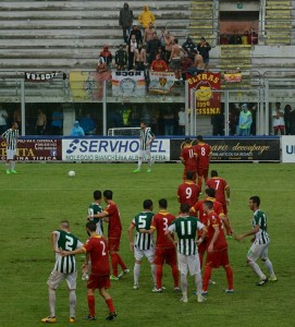 Messina rintanato nella sua area sugli sviluppi di un calcio piazzato per i biancoverdi