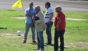 Alcuni componenti dello staff a Villafranca: spicca il team manager Ciccio Alessandro