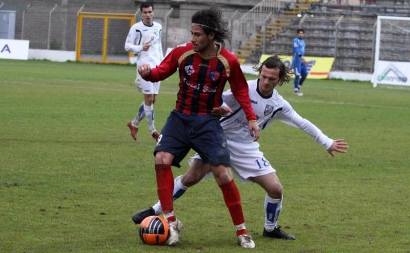 Andrea D'Amico in azione con la maglia del Milazzo. In rossoblu anche 9 reti