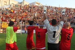 Cecere celebra con Criaco ed altri compagni un successo al ''Celeste''