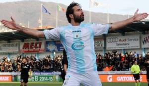 Ferdinando Sforzini celebra una rete realizzata con la maglia dell'Entella