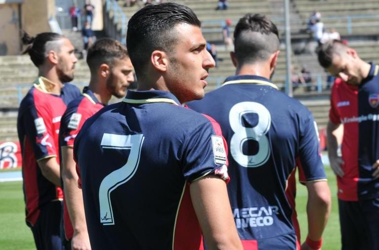Giuseppe Fornito con la maglia del Cosenza