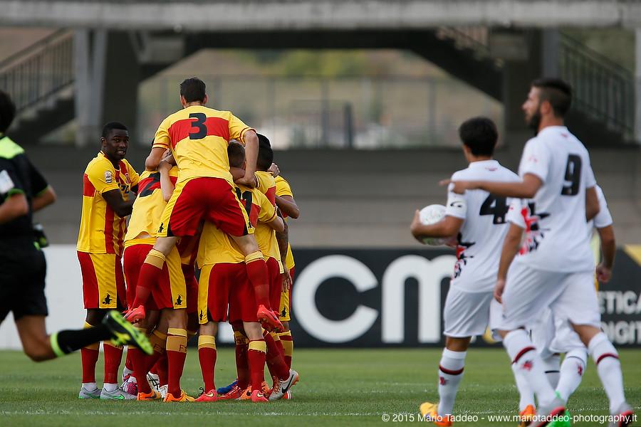 Il Benevento celebra la rete decisiva contro il Foggia