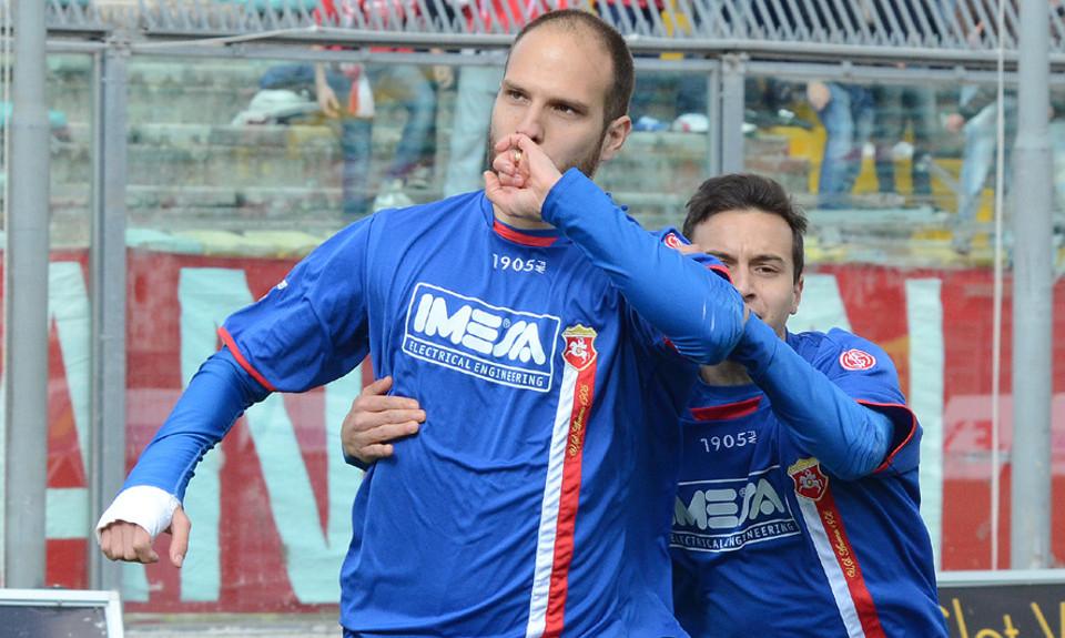 L'attaccante portoghese Diogo Tavares con la maglia dell'Ancona