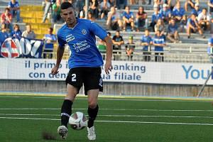 Martinelli in azione con la maglia del Novara