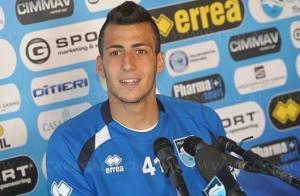 Meno fortunata la parentesi di Pescara, nonostante l'esordio in B contro il Carpi