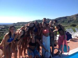 Le ragazze della Mam S. Teresa in piscina