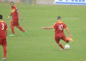 Un calcio piazzato affidato ai piedi di Dario Barraco