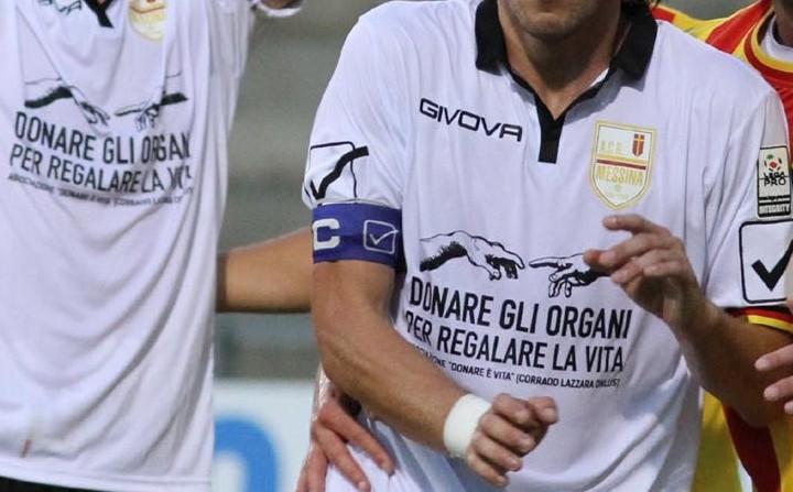 messaggio pro donazione sulla maglia del Messina