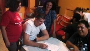 La firma del nuovo giocatore del Milazzo Valdo Koprivica