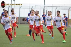 Cannavò e compagni esultano dopo un gol dell'Igea Virtus
