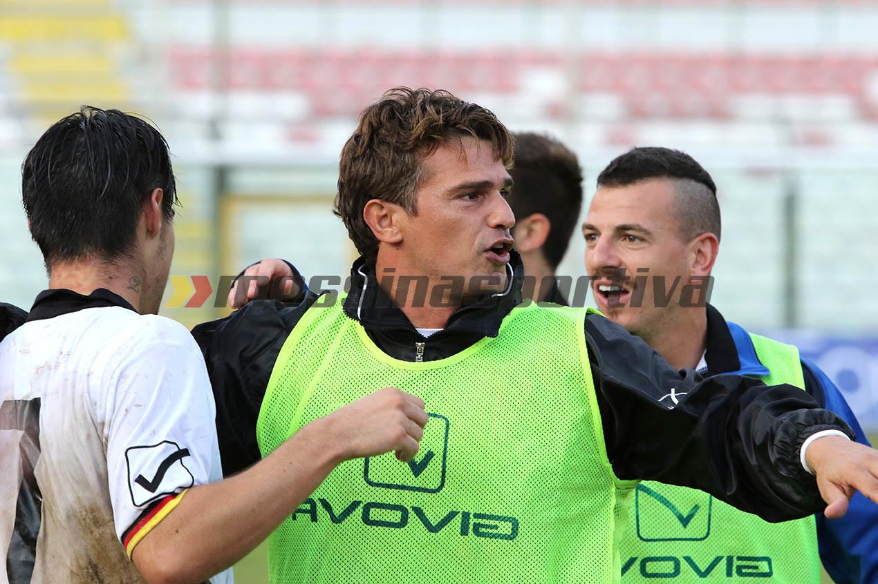 Di Napoli festeggia con i suoi calciatori