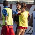 Di Napoli abbraccia i suoi calciatori