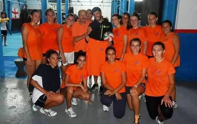 Le atlete del Messana Tremonti Volley con il preparatore Carmelo Pilota e Saro Presti