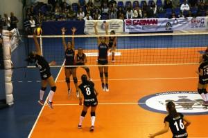 Una fase della gara di Coppa della Saracena Volley