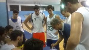Coach Baldaro durante un tme-out nel corso dell'amichevole con la FP Sport