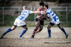 Luca Merolle tenta di forzare una difesa avversaria