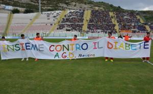 Lo striscione relativo ad una delle tante iniziative sposate dall'ACR Messina