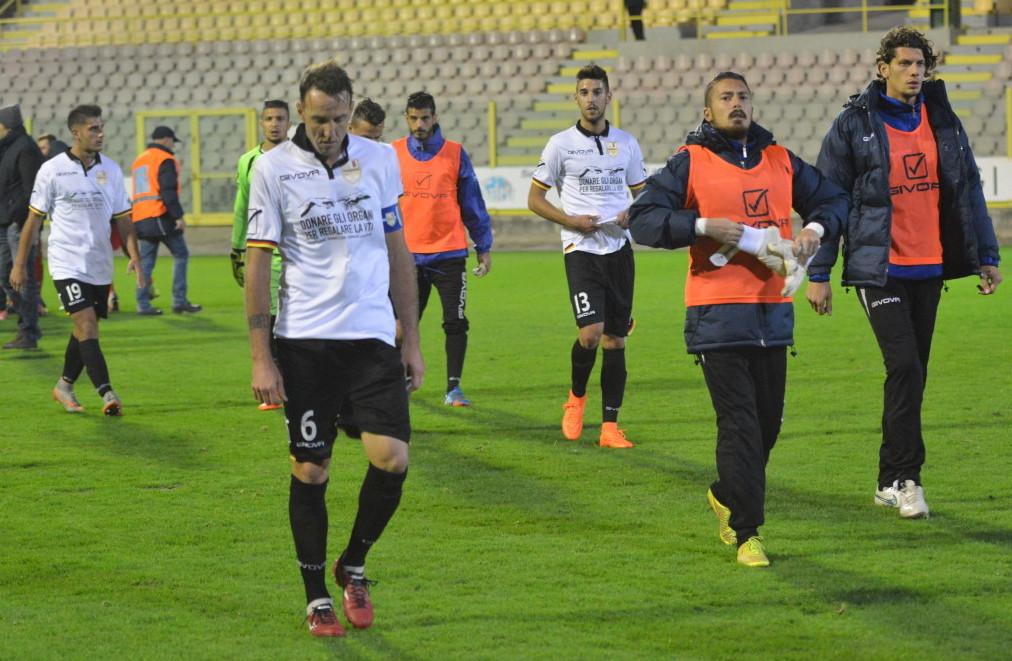 I calciatori del Messina lasciano il campo delusi