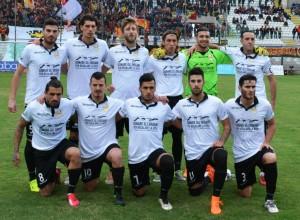 Il Messina schierato per la foto prima del calcio d'inizio
