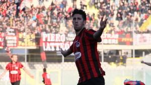 Leonetti celebra una rete realizzata con la maglia del Foggia