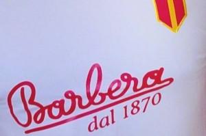 Maglia sponsorizzata da Caffè Barbera