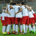 I calciatori del Messina si caricano prima del via