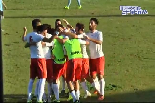 Il Milazzo celebra il gol partita